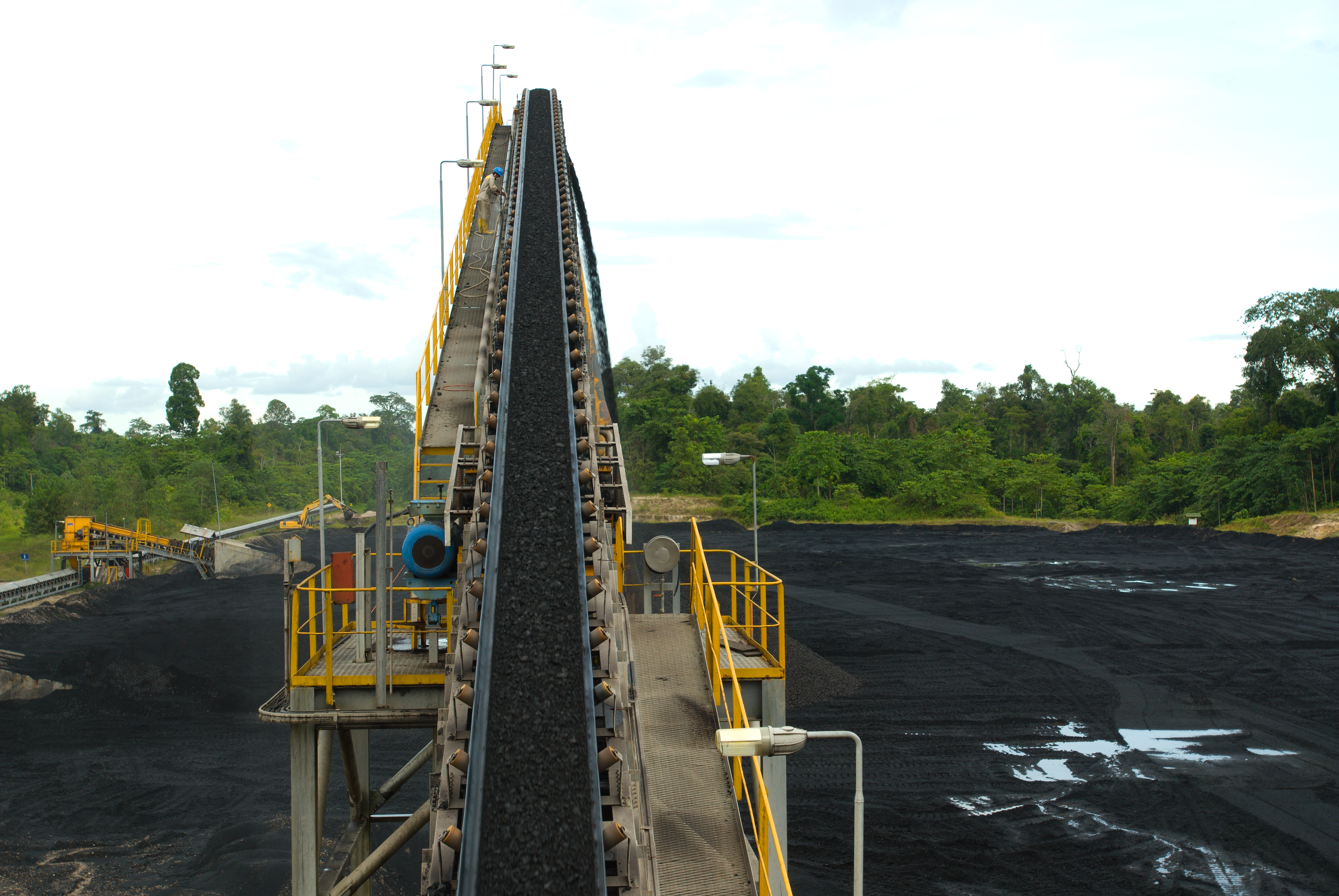 Coal production rose 20 million tons to 548.58 million tons this year